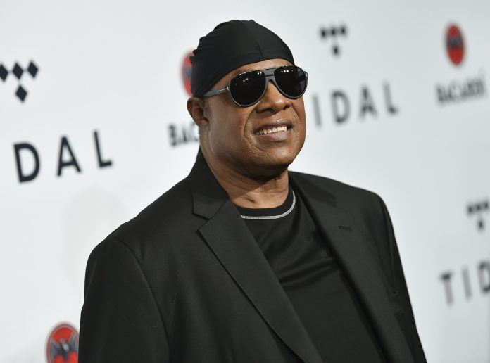 Stevie Wonder dressed in black on the red carpet